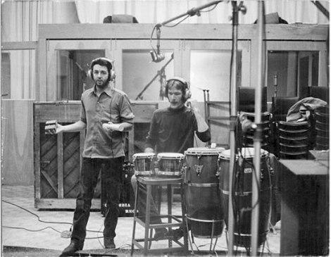 Denny e Paul gravando percurssão do álbum RAM