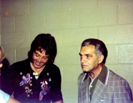 Paul McCartney recebe o desenho das mãos de Jack Kirby