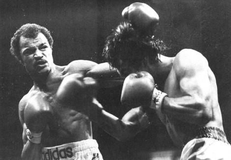 Boxeador John Conteh também aparece na capa